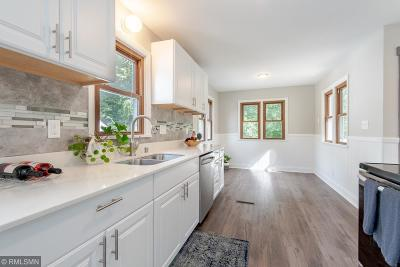 Roseville Single Family Home For Sale: 2359 Victoria Street N