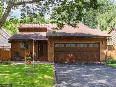 Shoreview Single Family Home For Sale: 5549 Knoll Drive