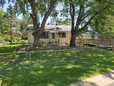 Shoreview Single Family Home For Sale: 457 W Horseshoe Drive