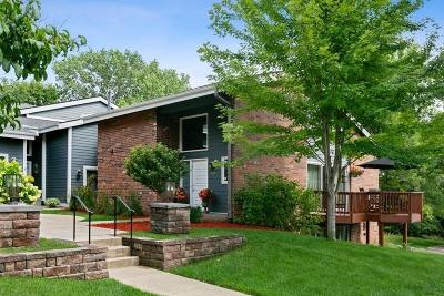 Edina Condo/Townhouse For Sale: 7659 Woodview Court