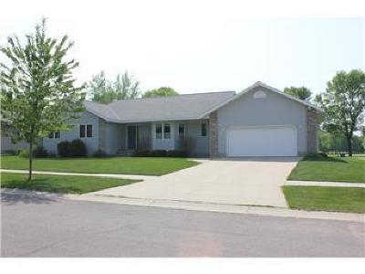 Benson Single Family Home For Sale: 411 Meadow Lane