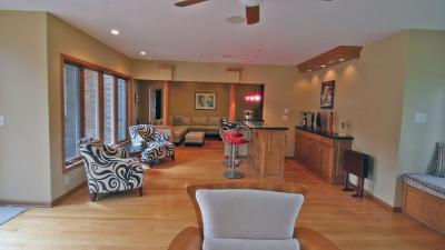 Mendota Heights Single Family Home For Sale: 613 Winston Court