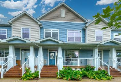 Plymouth Condo/Townhouse For Sale: 4940 Underwood Lane N #C