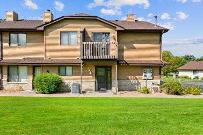 Maple Grove Condo/Townhouse For Sale: 9014 Underwood Lane N