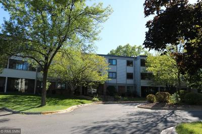 Plymouth Condo/Townhouse Contingent: 4385 Trenton Lane N #206