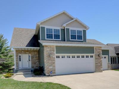 Rochester Single Family Home For Sale: 1400 Century Point Lane NE