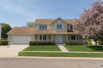 Rochester Single Family Home For Sale: 1824 Viola Heights Lane NE