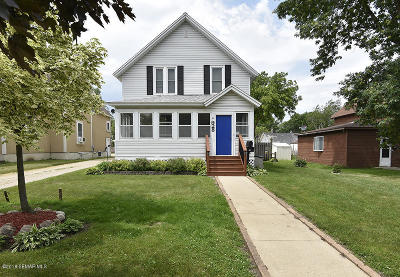 Faribault Single Family Home For Sale: 928 Central Avenue N
