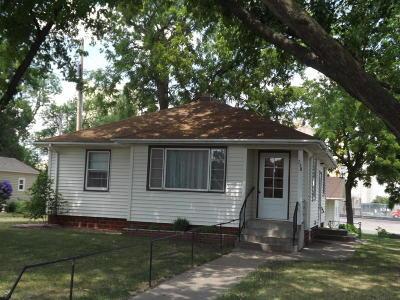 Dawson Single Family Home For Sale: 738 Walnut Street
