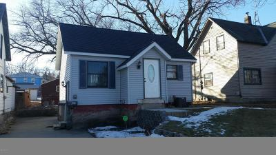 Appleton Single Family Home For Sale: 234 E Thielke Avenue