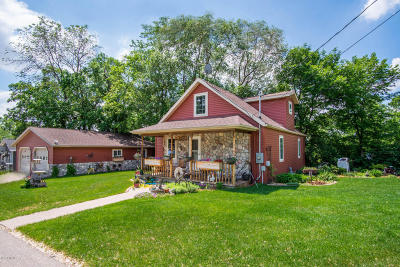 Spicer Single Family Home Contingent: 208 Summit Avenue N