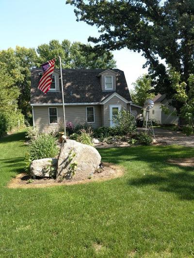 Grove City Single Family Home For Sale: 103 1 Street S