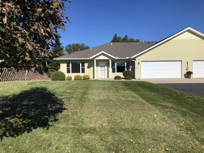 New London Single Family Home For Sale: 124 Meadow Lane