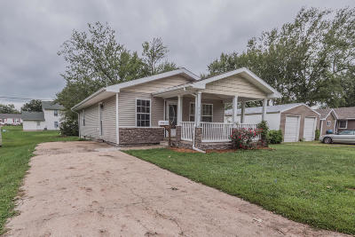 Moberly MO Single Family Home For Sale: $85,900