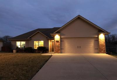 Columbia Single Family Home For Sale: 208 BAY POINTE Ln