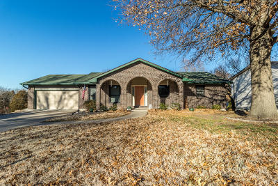 Columbia Single Family Home For Sale: 2611 PINE Dr