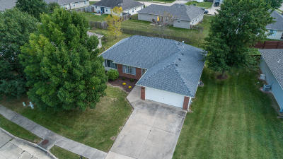 Columbia Single Family Home For Sale: 702 CAMPUSVIEW Dr