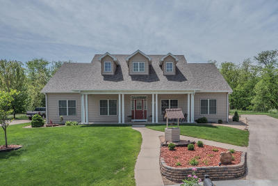 Moberly Single Family Home For Sale: 704 FOX RUN