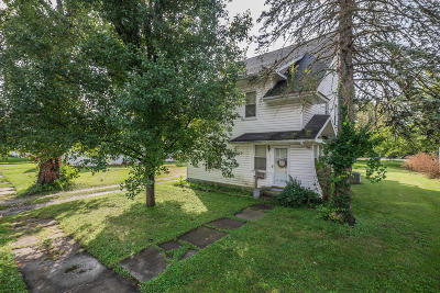 Moberly Single Family Home For Sale: 526 E LOGAN St