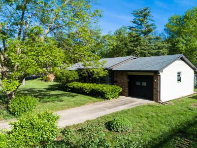 Columbia Single Family Home For Sale: 2503 LILAC Dr