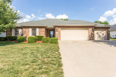 Columbia Single Family Home For Sale: 2802 WOODED CREEK Dr