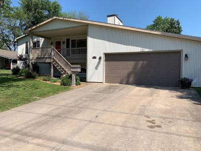 Single Family Home For Sale: 815 W BURKHART St