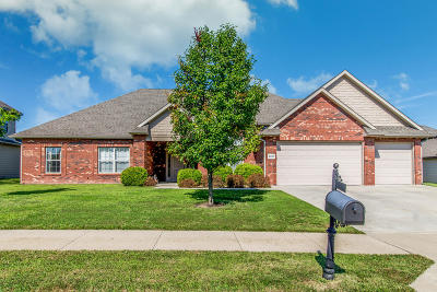 Columbia Single Family Home For Sale: 2107 AUGUST BRIGGS Dr