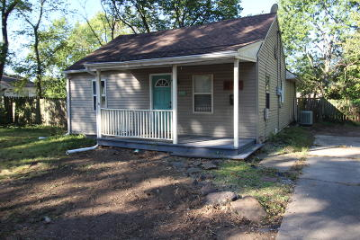 Columbia Single Family Home For Sale: 807 CLINKSCALES Rd