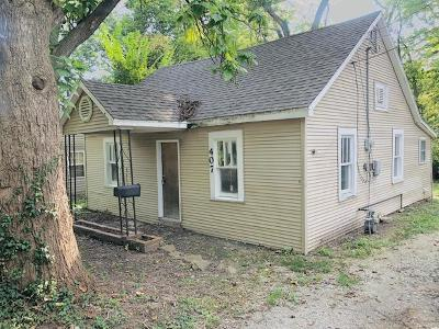 Columbia Single Family Home For Sale: 407 AUBURN Ln