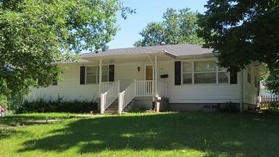 El Dorado Springs Single Family Home For Sale: 230 W Poplar St