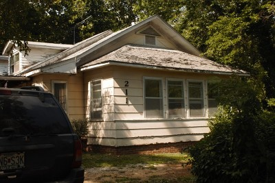 El Dorado Springs MO Single Family Home For Sale: $25,000