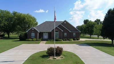 Cedar County Single Family Home For Sale: 200 E Carman Rd