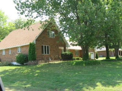Cedar County Single Family Home For Sale: 1401 S Kirkpatrick