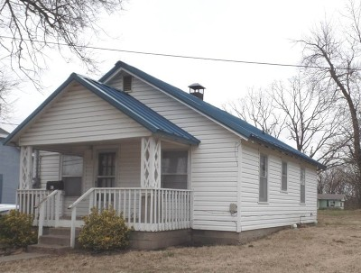 Cedar County Single Family Home For Sale: 613 N Main