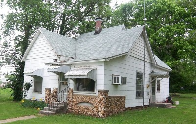 Cedar County Single Family Home For Sale: 805 S Kirkpatrick