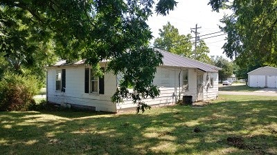 Cedar County Single Family Home For Sale: 104 E Martin