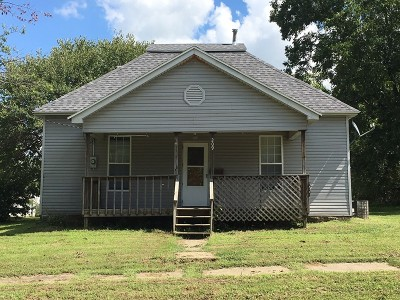 El Dorado Springs MO Single Family Home For Sale: $28,000
