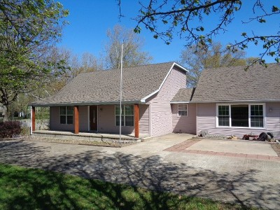 Vernon County Single Family Home For Sale: 15875 E Stockade Rd