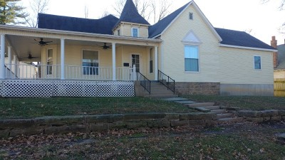Single Family Home For Sale: 114 W Hickory