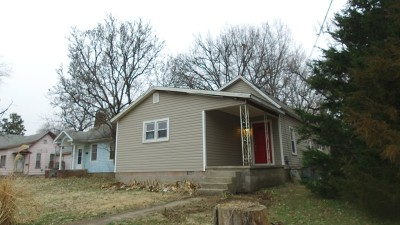 Nevada Single Family Home For Sale: 820 N Main