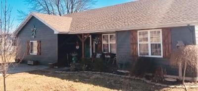El Dorado Springs Single Family Home For Sale: 104 E Golden