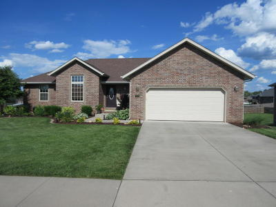 Nixa MO Single Family Home For Sale: $240,000