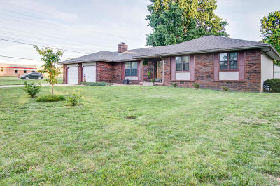 Nixa MO Single Family Home For Sale: $150,000