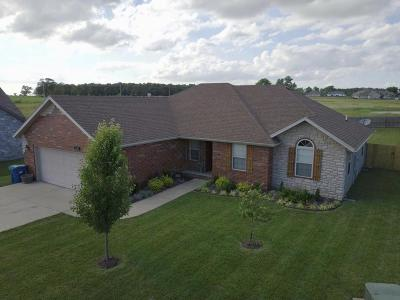 Ozark MO Single Family Home For Sale: $184,900