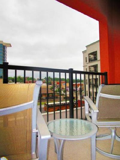 Condo/Townhouse For Sale: 2301 Branson Landing Boulevard #301b