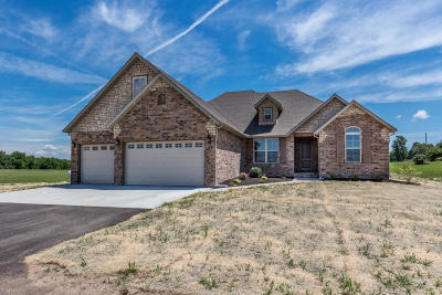 Springfield Single Family Home For Sale: 2420 North Arrow Lane