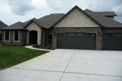 Nixa Single Family Home For Sale: 917 West Lorenza Drive