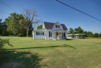 Aurora Single Family Home For Sale: 1555 West South Street