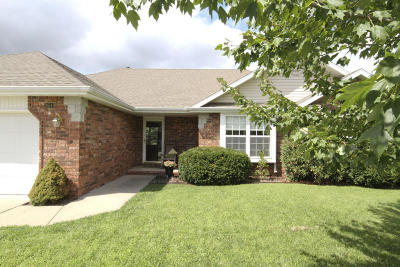 Springfield Single Family Home For Sale: 3619 West Cardinal Drive