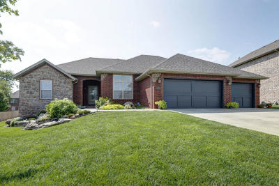 Springfield Single Family Home For Sale: 1569 North Oakfair Place
